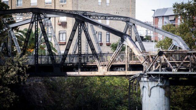 Il rogo del ponte a Roma, sotto accusa i fuochi dei clochard sul Tevere